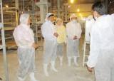 Chủ tịch UBND tỉnh Long An - Trần Văn Cần thăm trang trại chăn nuôi gia cầm ứng dụng công nghệ cao