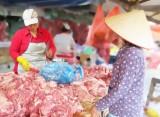 Nghịch lý giá heo từ chuồng ra chợ