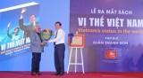 """Ra mắt sách ảnh """"Vị thế Việt Nam"""" của Nhà báo Giản Thanh Sơn"""