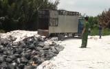 Bắt quả tang công ty đổ bùn thải chưa xử lý ra môi trường