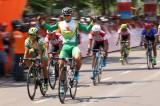 Nguyễn Thành Tâm chiến thắng vòng đua ở phố biển TP Quy Nhơn