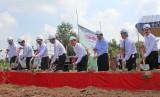 Nguyên Chủ tịch nước Trương Tấn Sang dự lễ khởi công 3 cầu nông thôn tại Mộc Hóa