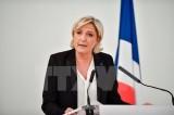 """Bầu cử Pháp: Bà Marine Le Pen bất ngờ """"đánh úp"""" ông Macron"""