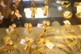 Giá vàng SJC giữ ổn định trước đà giảm của vàng thế giới