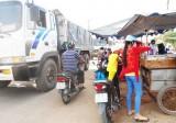 Quyết liệt lập lại trật tự hành lang an toàn đường bộ