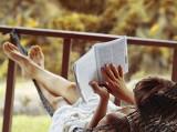 Lý do bạn nên hẹn hò với những cô nàng thích đọc sách