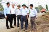 Phó Bí thư Thường trực Tỉnh ủy Long An - Đỗ Hữu Lâm kiểm tra tiến độ bồi thường, giải phóng mặt bằng dự án Đường tỉnh 830