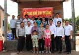 Thủ Thừa: Trao nhà tình thương cho phụ nữ nghèo