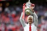 HLV Wenger ở lại Arsenal thêm 2 năm