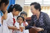Nguyên Phó Chủ tịch nước - Nguyễn Thị Doan tặng 100 suất học bổng cho học sinh