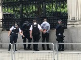 Cảnh sát Anh bắt giữ kẻ xách dao lao vào Quốc hội