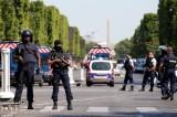 Xe đâm vào cảnh sát ở đại lộ Champs Elysees: Đối tượng mang vũ khí
