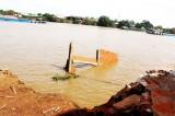 Cần Đước: Sạt lở nhà cặp bờ kênh Nước Mặn