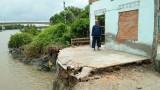 """Sạt lở ở kênh Nước Mặn tiếp tục """"tấn công"""" nhà dân"""