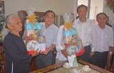 Lãnh đạo tỉnh Long An thăm, tặng quà mẹ Việt Nam anh hùng ở Cần Giuộc