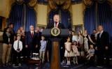 Tổng thống Mỹ Donald Trump kêu gọi phe Cộng hòa đảo ngược Obamacare