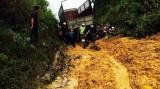 Sạt lở núi chia cắt hai xã miền núi Hương Khê