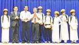 300 suất học bổng dành cho học sinh nghèo hiếu học