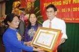 Trao Huy hiệu 45 năm tuổi Đảng cho Phó Chủ tịch HĐQT Tập đoàn Quốc tế Năm Sao - Đinh Quang Sáng