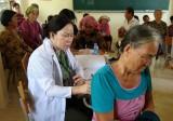 Khám bệnh, cấp phát thuốc miễn phí cho gia đình nghèo