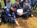 Lễ tiếp nhận đất thiêng từ Trường Sa vào đàn Xã Tắc ở Huế