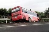 2 xe khách va nhau trên cao tốc, 7 người thương vong
