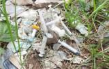 """Bãi đất trống dưới chân Cầu Voi: """"Bãi đáp"""" của các con nghiện ma túy"""