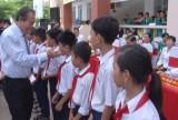 Phó Thủ tướng Trương Hòa Bình trao tặng học bổng ở Cần Giuộc