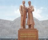Viếng tượng đài Nguyễn Sinh Sắc - Nguyễn Tất Thành ở TP.Quy Nhơn