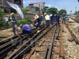 Tàu chở hơn 200 khách bị trật bánh khỏi đường ray tại Thanh Hóa