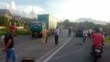 Xe Cúc Tùng đụng xe đầu kéo, 2 người chết, nhiều người bị thương