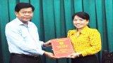 Chủ tịch UBND tỉnh Long An -Trần Văn Cần trao quyết định điều động, tái bổ nhiệm cán bộ