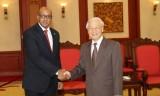 Trao Kỷ niệm chương tặng Đại sứ Cuba tại Việt Nam Lopez Diaz