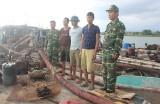 Bắt 3 tàu hút cát trái phép ở Quảng Ninh