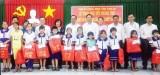 Phó Chủ tịch UBND tỉnh Long An- Nguyễn Văn Được trao quà Tết Trung thu cho trẻ em