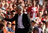 HLV Mourinho thoát án phạt dù bị đuổi