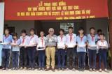 Nhà báo Giản Thanh Sơn trao học bổng cho học sinh nghèo, hiếu học ở Cần Giuộc