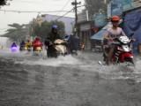 TP.HCM: Mưa lớn kéo dài, nhiều tuyến đường bị ngập nặng