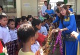 Đức Hòa: Trao nhiều phần quà dịp Trung Thu cho học sinh có hoàn cảnh khó khăn