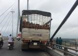 Vĩnh Long: Chạy xe tải lên cầu Mỹ Thuận, tài xế nhảy xuống sông