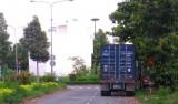 Nhiều xe container đỗ tập trung trong khu dân cư gây cản trở giao thông