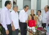 Phó Thủ tướng thường trực Chính phủ - Trương Hòa Bình thăm Mẹ VNAH tại huyện Châu Thành