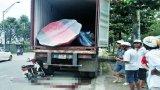 Xe máy đâm vào container, một người tử vong tại chỗ