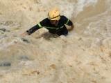 Một công nhân bị rơi xuống sông Đạ Quay khi khảo sát thủy điện