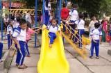Tặng thiết bị vui chơi ngoài trời cho học sinh