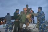Cứu hộ khẩn cấp 131 công nhân kêu cứu giữa sông Thu Bồn