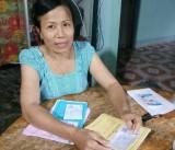 Phụ nữ Long Hựu Tây giúp nhau mua bảo hiểm y tế