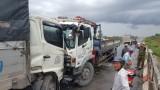 Hai xe tải đối đầu, tài xế thoát chết trong gang tấc