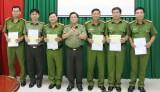 Giám đốc Công an tỉnh Long An thưởng nóng thành tích chống buôn lậu 6 đơn vị, địa phương