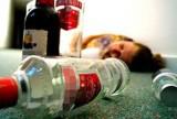 Trà Vinh: Nghịch tử bại liệt bỏ thuốc độc vào rượu giết cha và hàng xóm